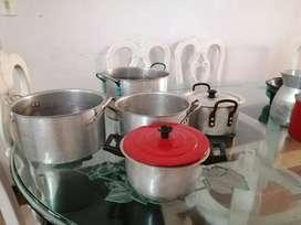 Se venden diferentes ollas sin tapa de diferente marca (Imusa).