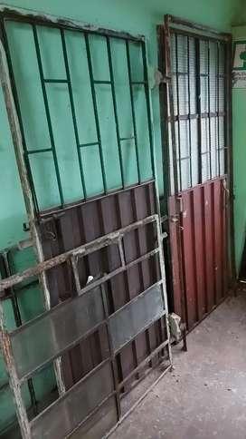 Vendo puertas metalicas y ventanas