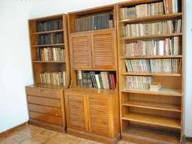 BIBLIOTECA DE MADERA MACIZA.EXCELENTE CARPINTERÍA. 2,64 (largo) x 2,00 (alto) EN 3 CUERPOS ENSAMBLABLES.