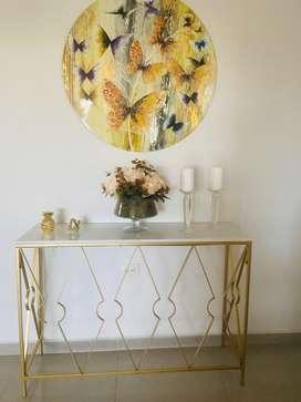 Vendo hermosa consola de metal dorado y marmol blanco