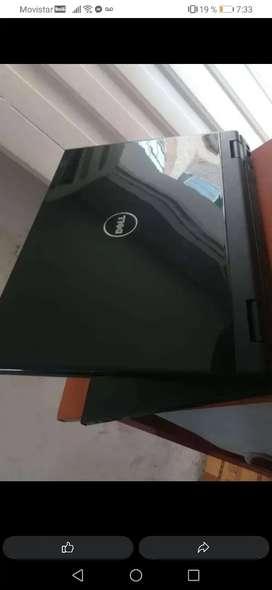 Vendo o Cambio portatil dell intel core 2 3 de ram 160 gb único detalle las manchas blancas