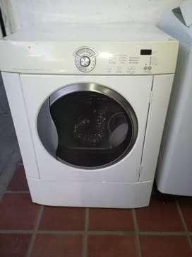 Secadora frigidaire 32 lb