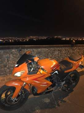 """La orange"" moto Korian 200cc"