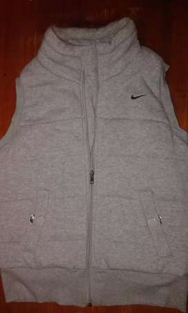 Chaleco Nike talle 2 $1000