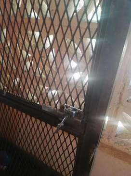 Vendo porton de hierro con marco y cerradura