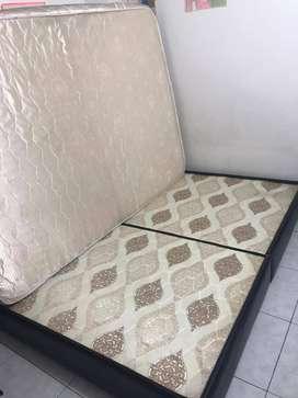 Vendo base cama doble dividida con colchón