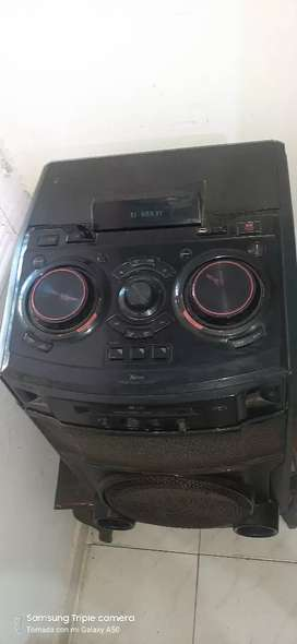 Se vende bafle para fiestas con CD y mezcladora de sonido
