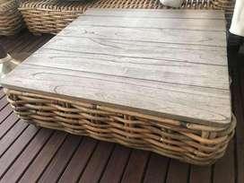 Mesa Rattan y madera Falabella
