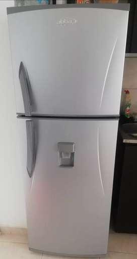Combo lavadora y nevera