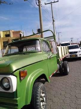 Vendo camioneta de estacas dodge 300,modelo 75, a gas y gasolina