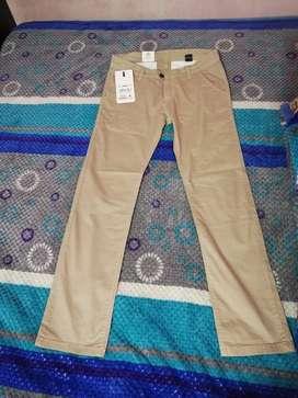 Pantalón chino color beige