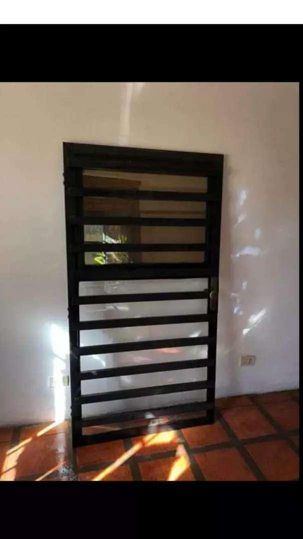 Puerta de frente hierro estructurado 0