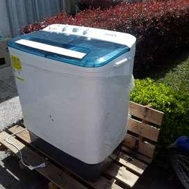 Se vende lavadora semi-automatica