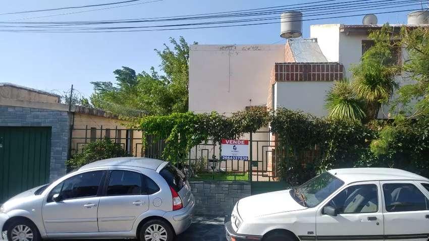 Vendo excelente casa en barrio AMPYA 0