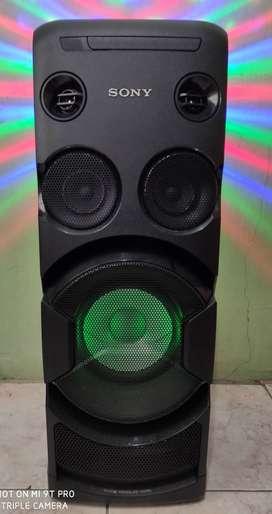 Parlante Sony DJ con panel táctil luminoso