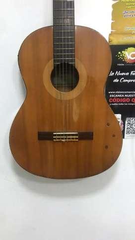 Guitarra activa electro acustica marca Yamaha C40 uno que otro detalle estético,nada grave.