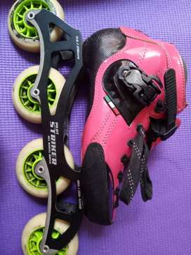 Se venden patines Luigino Strut rosados.