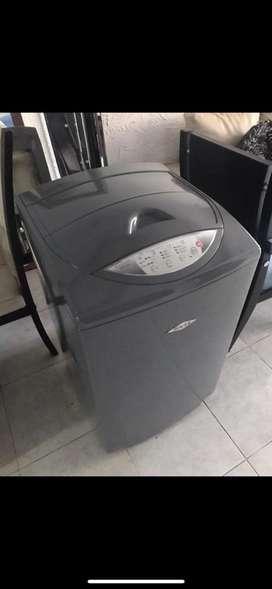 Vendo lavadora en buen estado con garantia y mantenimiento recien hecho