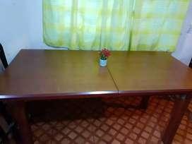 Mesa de madera maciza extensible