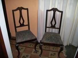 vendo sillas antiguas cada una el precio es 1500