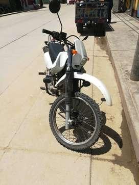 Vendo moto lineal honda 200