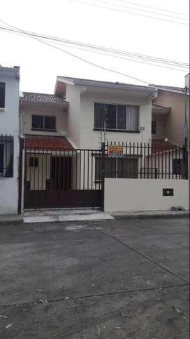 Se vende casa de dos pisos