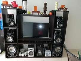 Gangazolindo  Equipo de sonido con 6 bafles en perfecto estado inclulle mueble multiuso