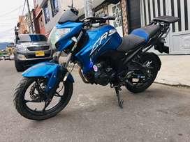 Vendo hermosa Akt Cr5180, Azul-negro-PERFECTO ESTADO.