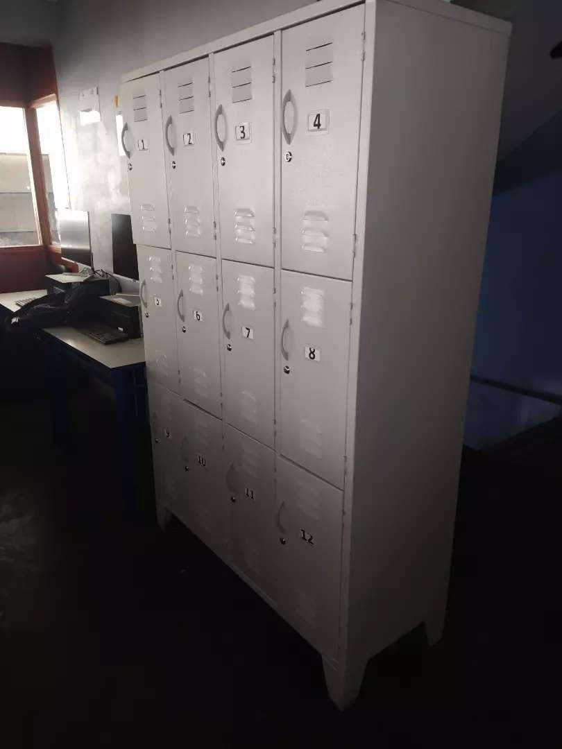 Lockers 12 casilleros con llave 0