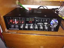Amplificador con 4 parlantes, marca American sound, MP3,Bluetooth y karaoke