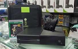 Xbox one con juego 2 controles y maleta