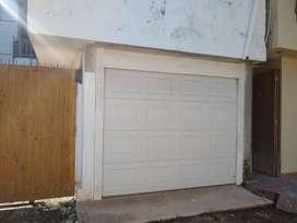 Puerta de garaje electronica, de 380 x 240 cm.