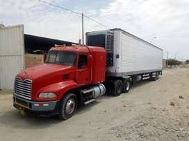 Tracto camión con semiremolque termoking