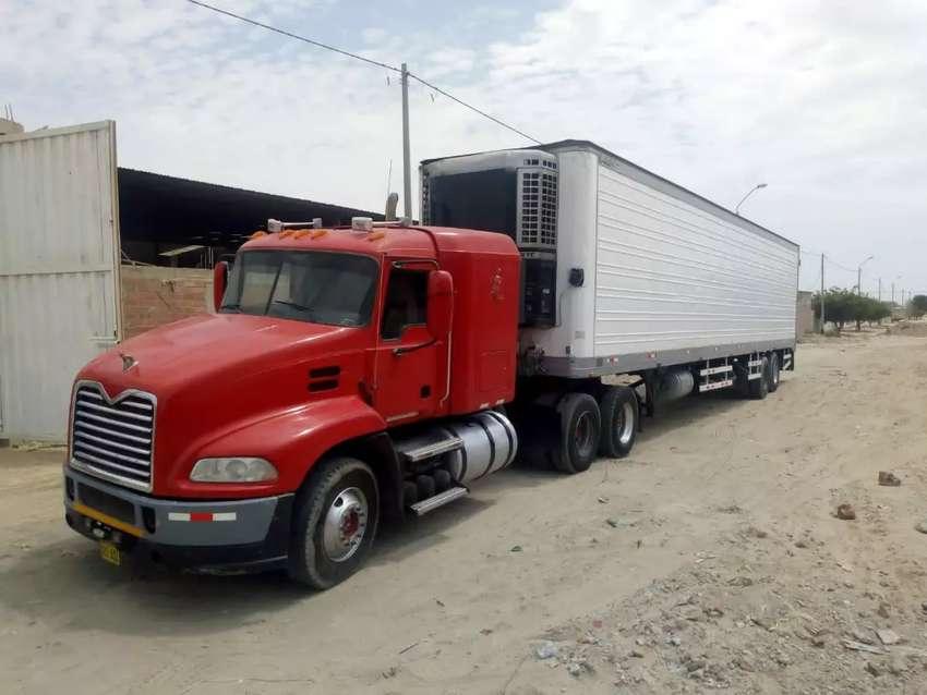 Tracto camión con semiremolque termoking 0