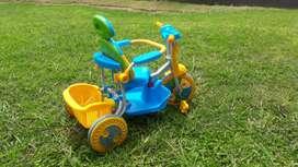 Triciclo para bebe usado