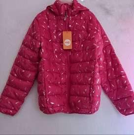 hermosa chaqueta estampada nueva