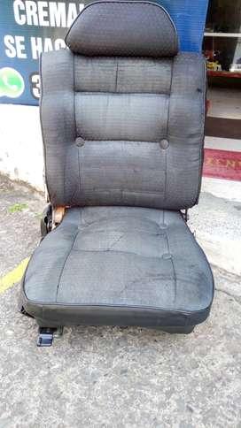Se venden sillas para auto