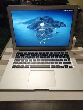 Macbook Air 13, 2017 Ultra delgado con caja core I5, 8 de ram y 128 gbs, full estado