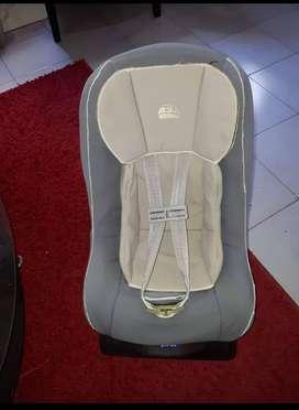 Vendo Silla de auto para bebé usada en muy buen estado.