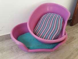 Camas p/mascotas con su colchón.  Plástico duro