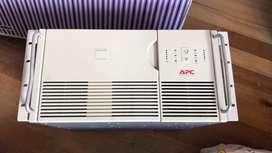 UPS marca APC de 3000VA - 2250 W