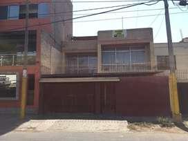 Casa de 3 pisos en buena zona de ica