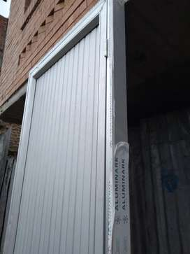 Venta de puertas en aluminio con marco