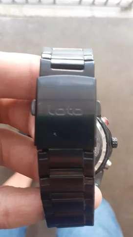 Un reloj,marca loto,negro sin uso, por solo 100.000