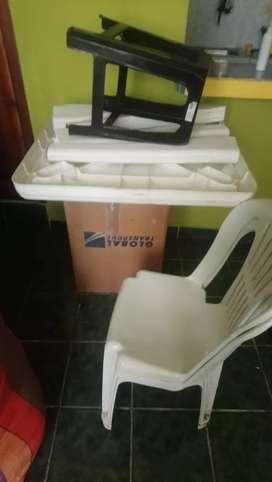 Mes de plástico y sillas