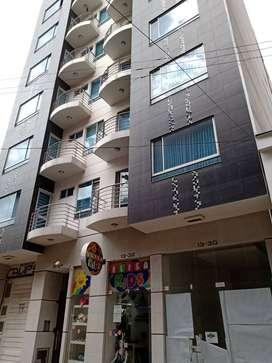 Apartamento ubicado en excelente sector, parqueadero, depósito, ascensor, se entrega con cortinas
