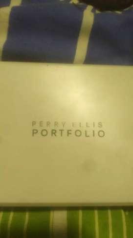 Billetera Perry Ellis nueva.