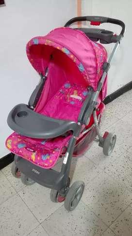 Vendo coche y dos sillas comedor para bebe