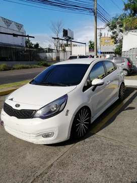 SE VENDE KIA RIO 2013 MANUAL NEGOCIABLE