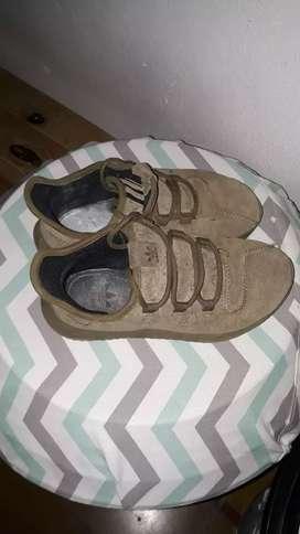 Vendo Zapatillas Adidas Originales excelente estado numero 33